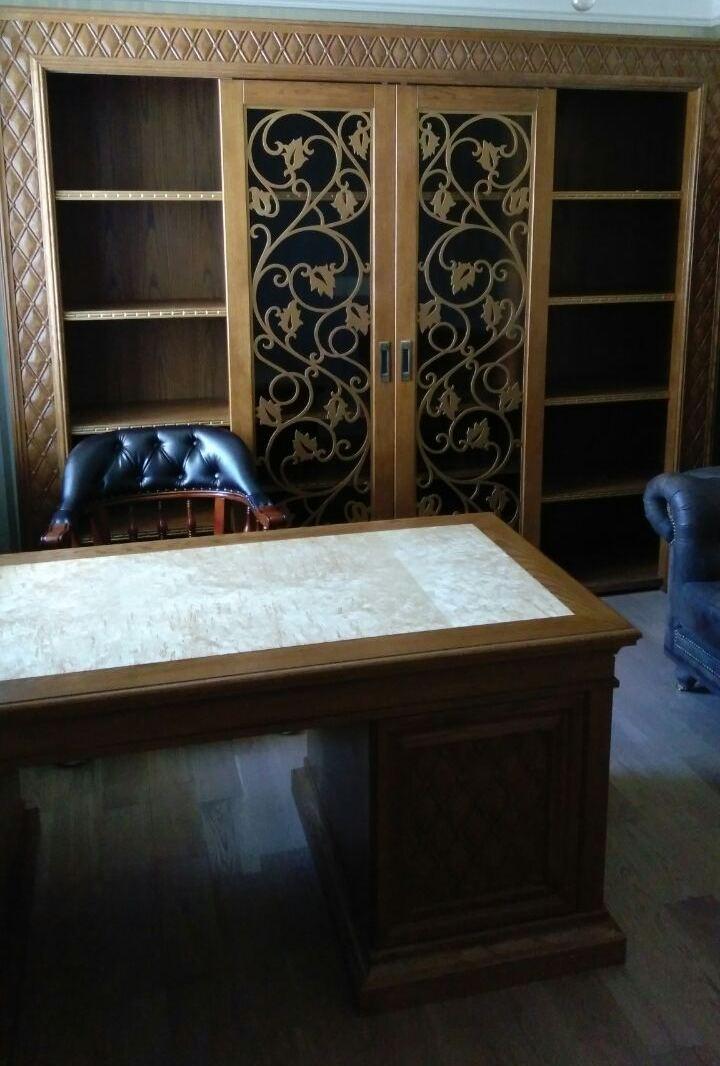 Шкаф с резьбой и буазери «Марселла-РМБ»