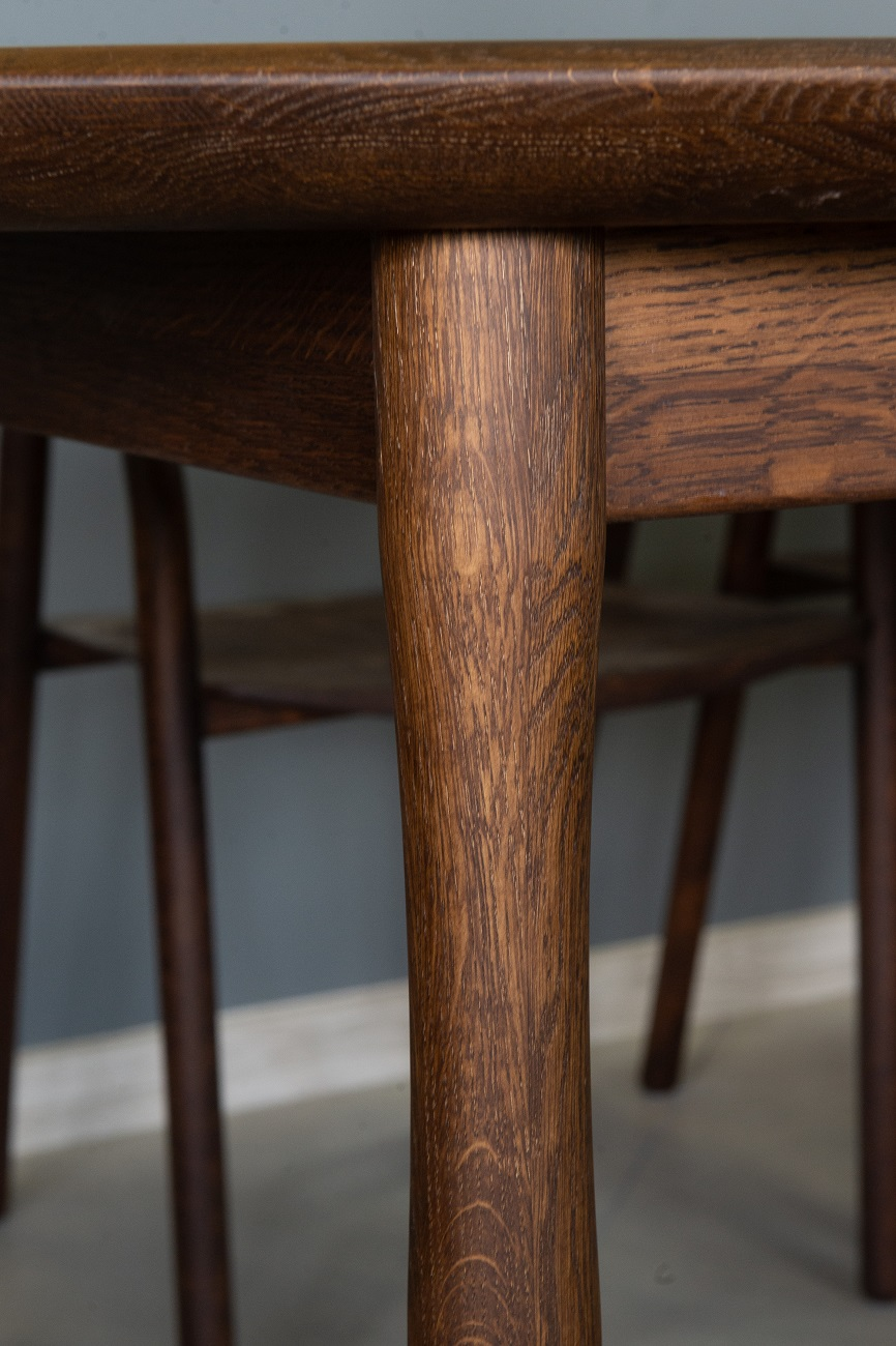 Стол обеденный из дуба Meduza
