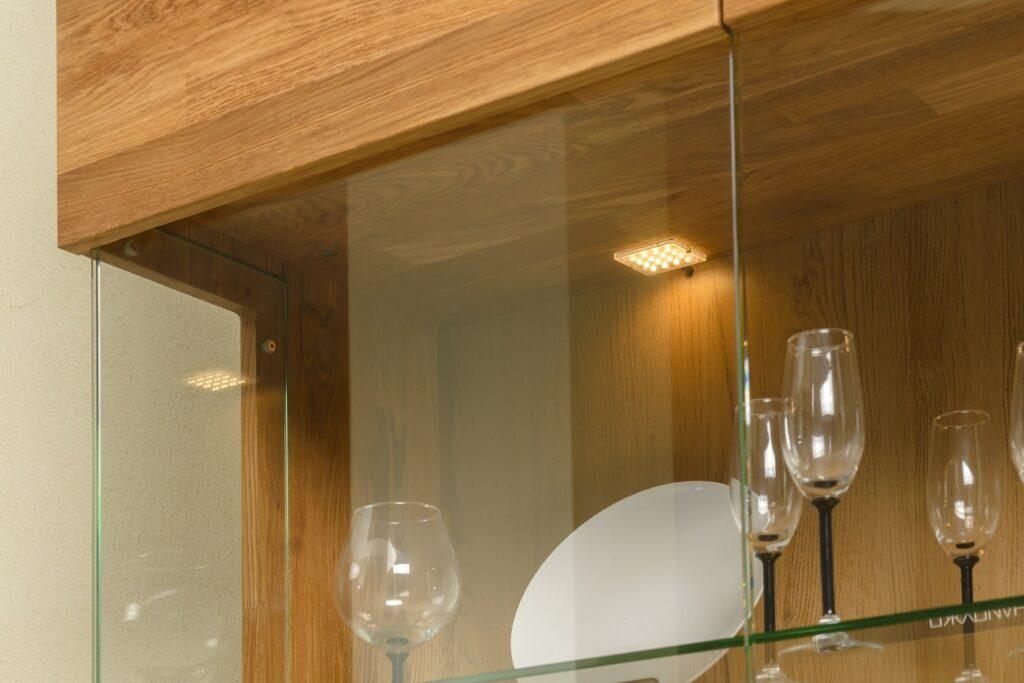 Шкаф с витриной Faina-2 из массива дуба