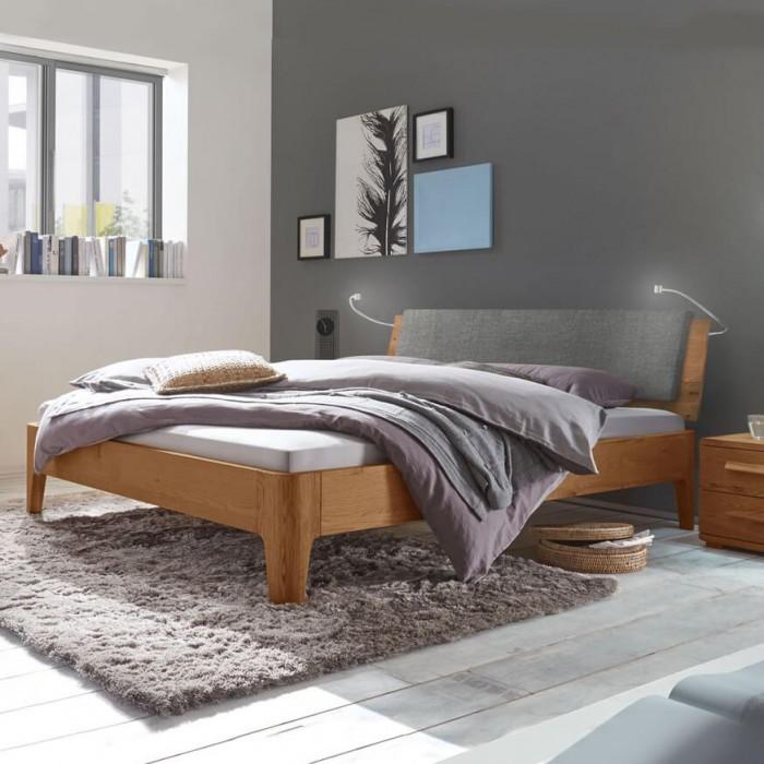 Кровать из дуба в скандинавском стиле