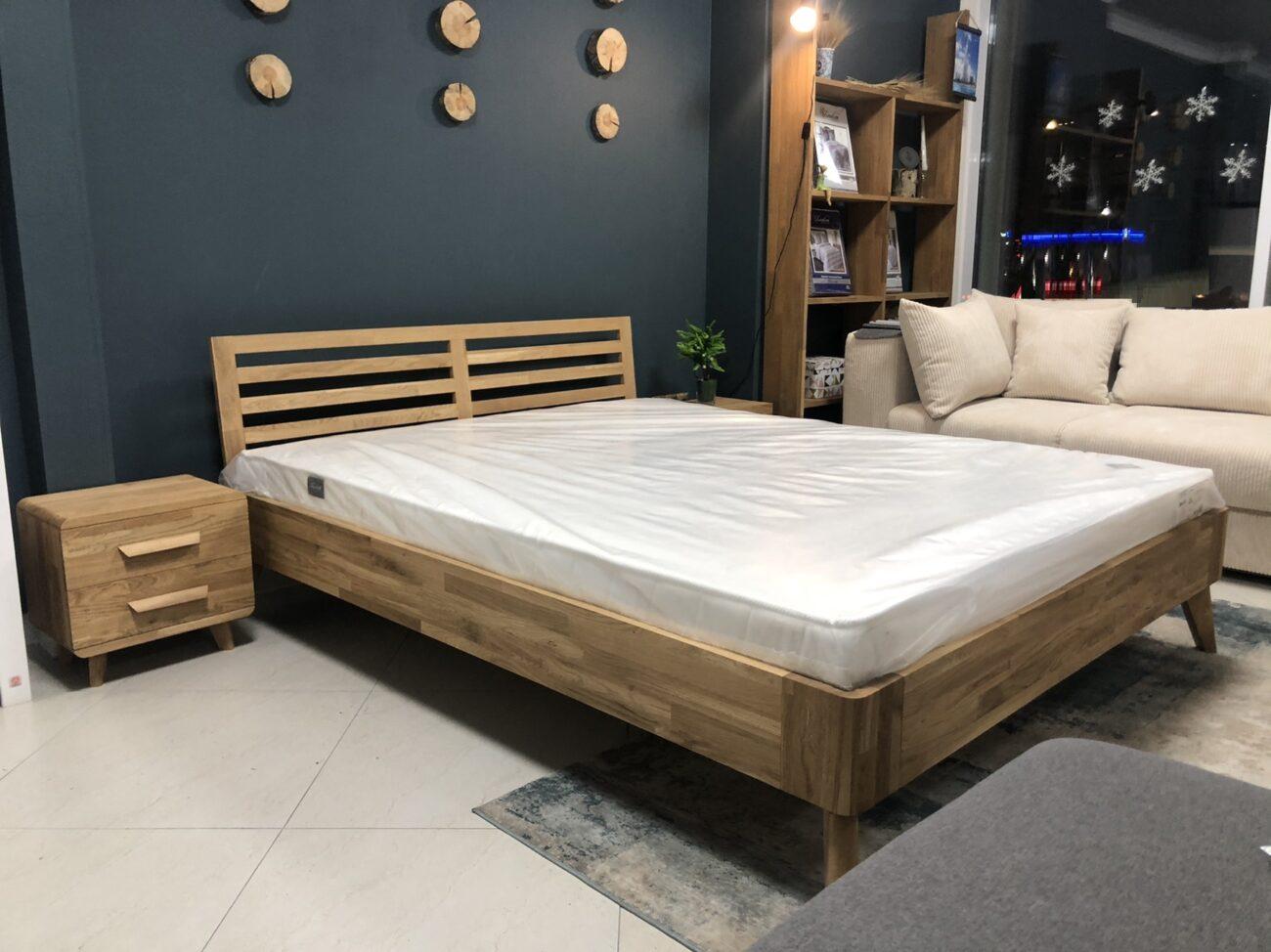 Кровать из массива в скандинавском стиле