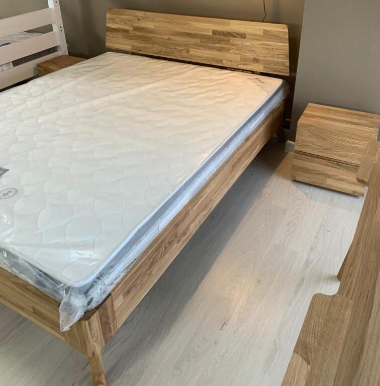 Кровать Луго из массива дуба