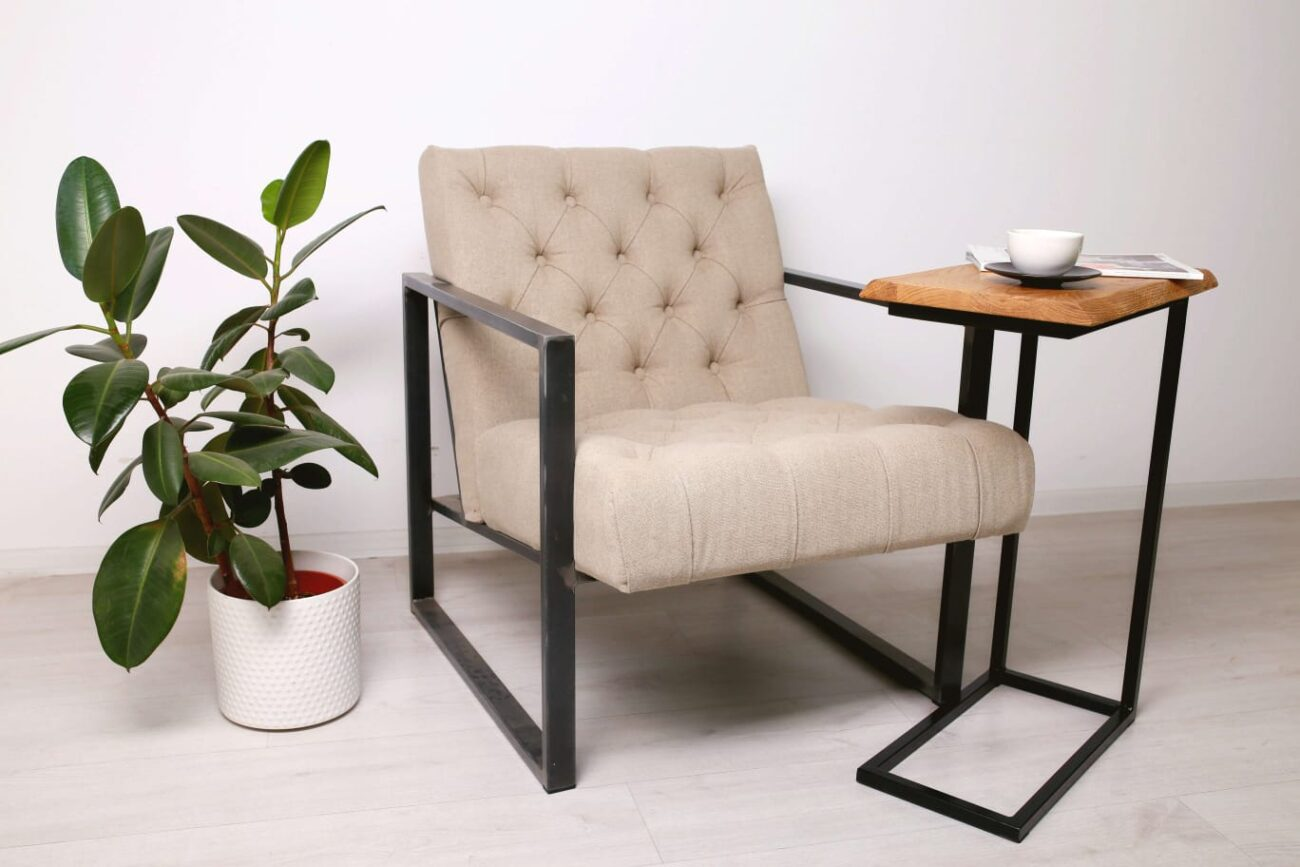 Приставной столик Bestloft из массива дуба